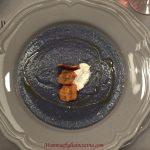 Vellutata di Verza Viola e Patate, con quenelle di Ricotta fresca e Chips di Patate Americane