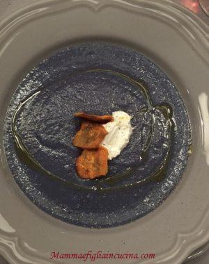 Vellutata di cavolo verza viola e patate
