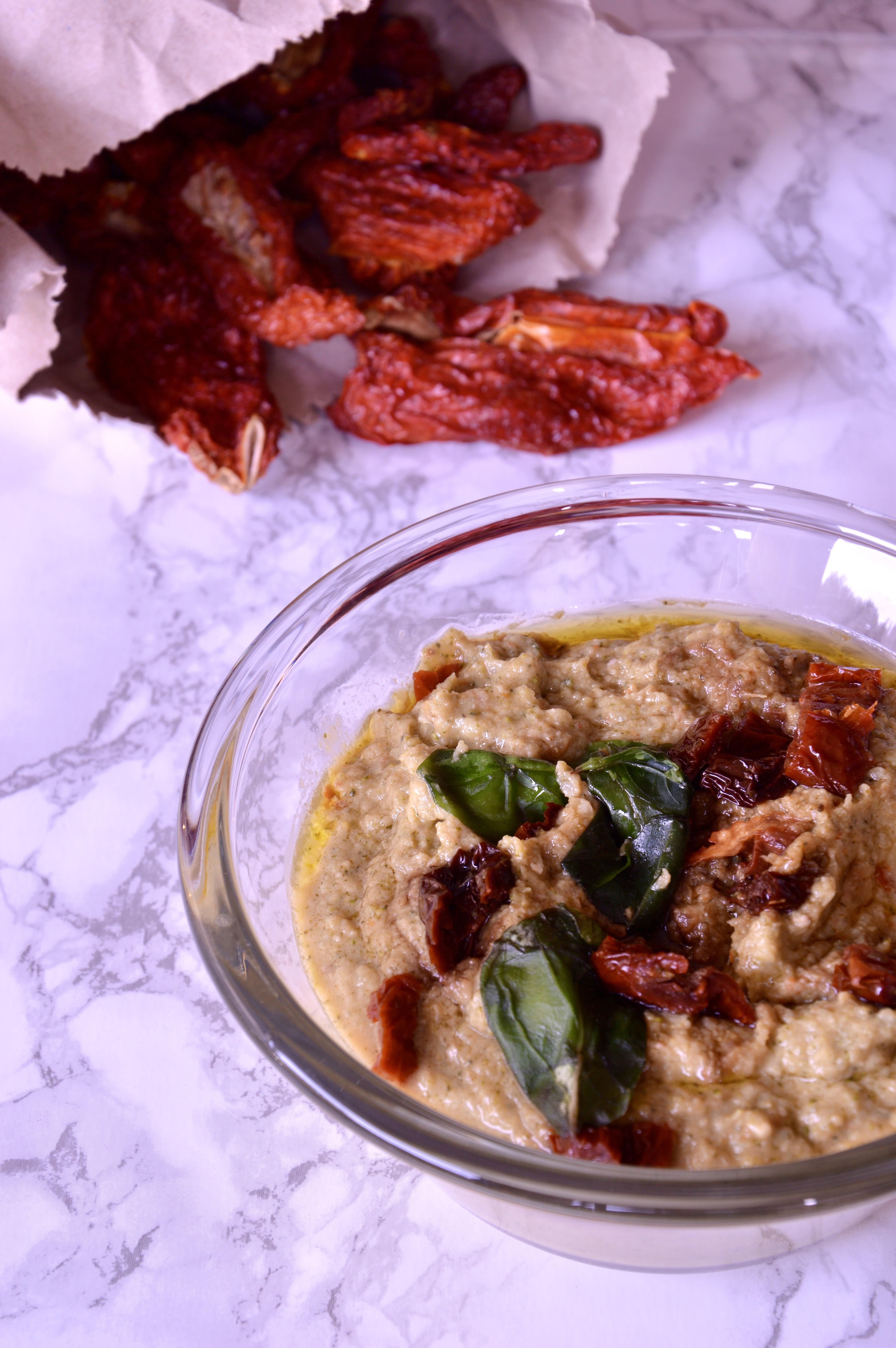 Pasta-con-pesto-di-broccoli-e-pomodori-secchi