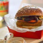 Hamburger di lenticchie con melanzane e zucchine