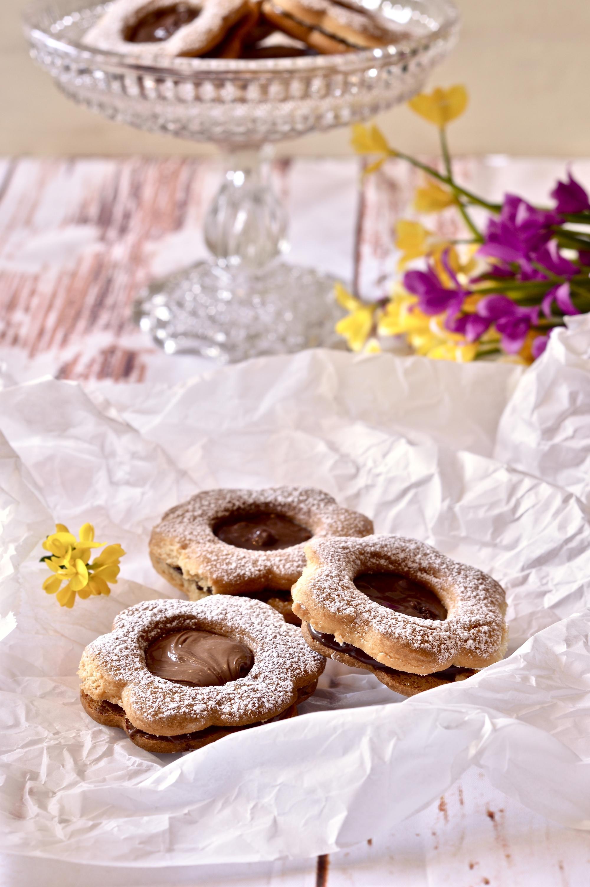 biscotti-da-the-con-crema-cioccolato