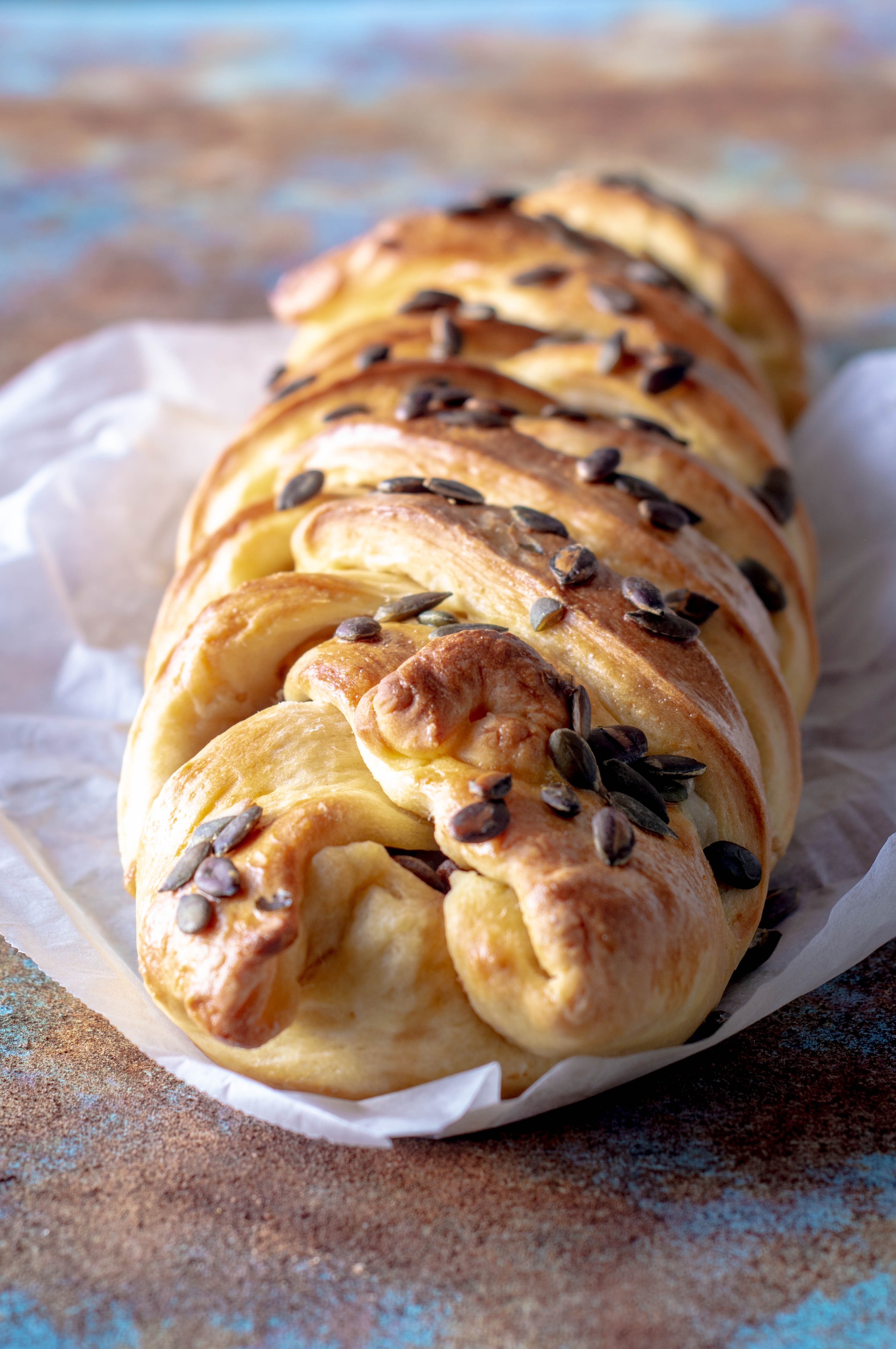 treccia-pane-mozzarella-melanzane