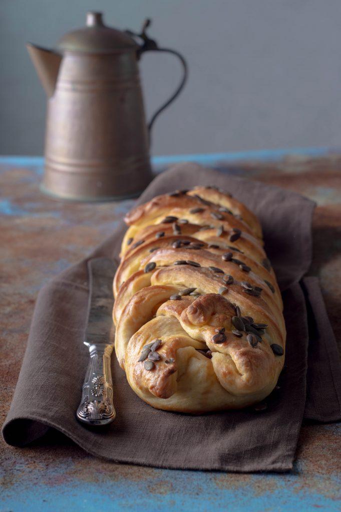 treccia-di-pane-mozzarella-e-melanzane